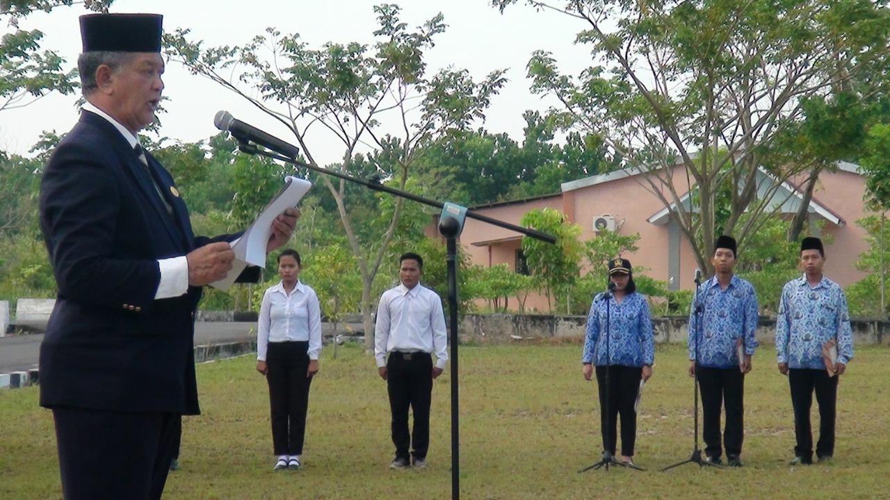 Foto Rektor membacakan sambutan Kepala BPIP dalam Upacara Memperingati Hari Lahir Pancasila (dok. Humas)