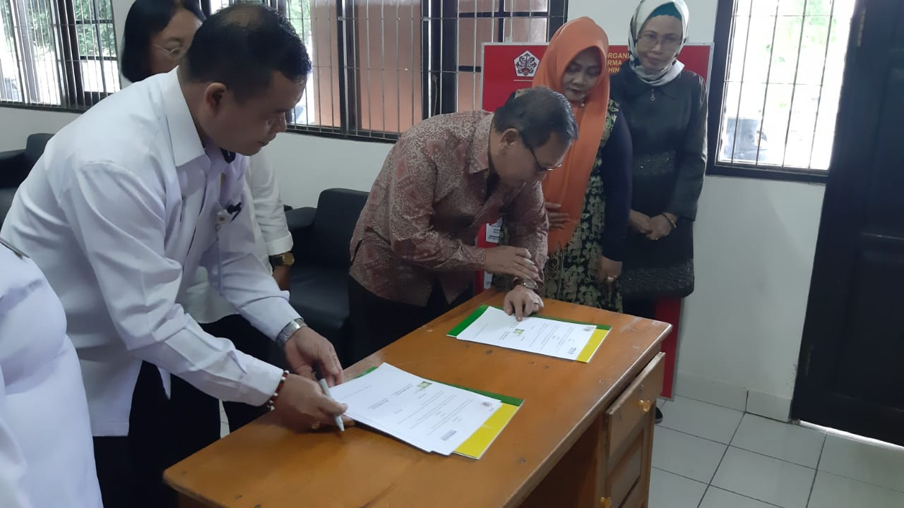 Penandatanganan Kerjasama (Mou) Antara Fakultas Dharma Sastra IAHN TP Palangka Raya Dengan Dewan Pimpinan Cabang Perhimpunan Advokat Indonesia Palangka Raya.