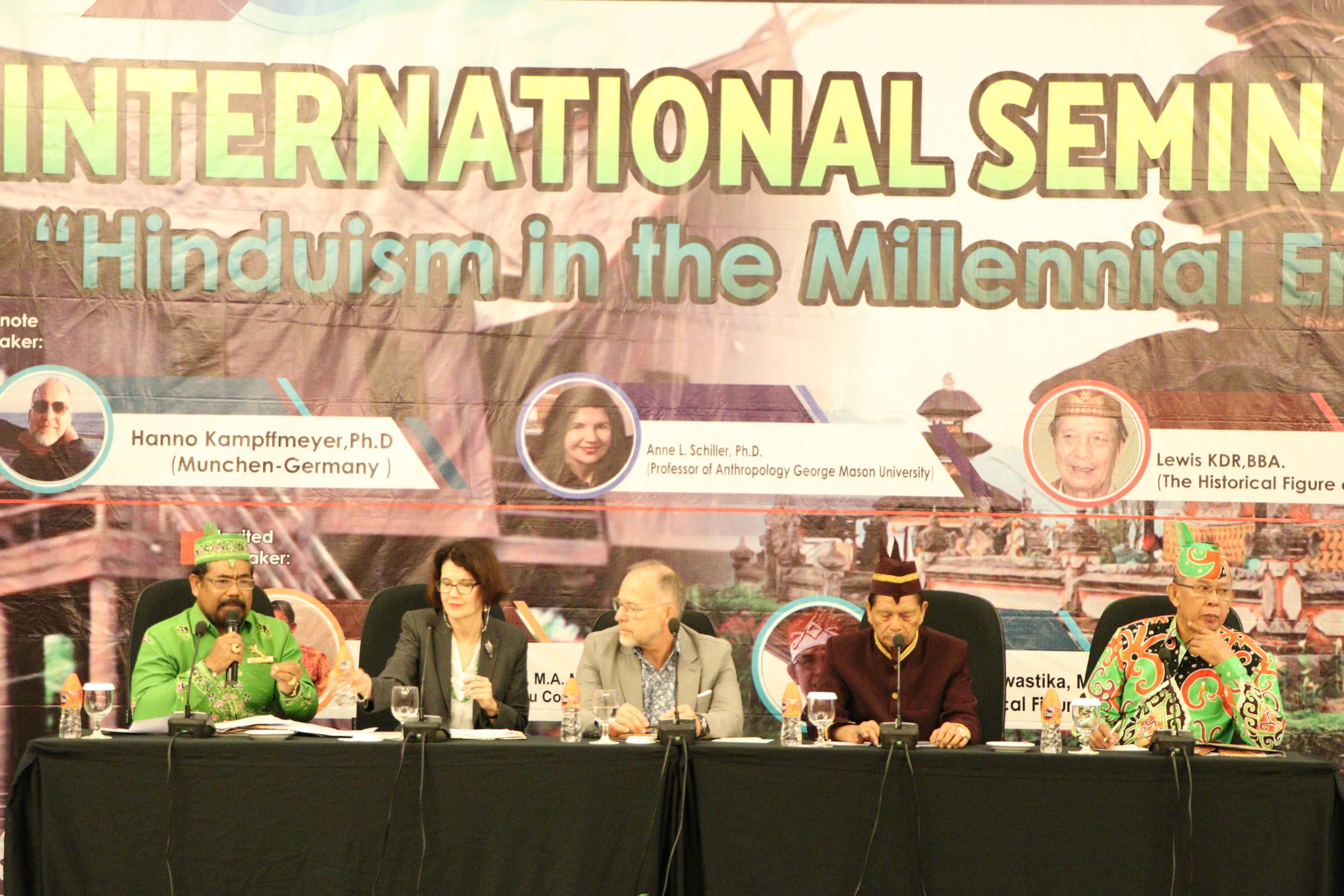 Hindusm in the Millenial Era - Foto Narasumber dan Moderator Seminar Internasional