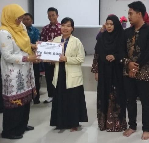 Mahasiswa IAHN-TP Raih Prestasi di Lomba Karya Tulis Ilmiah FTIK IAIN Palangka Raya