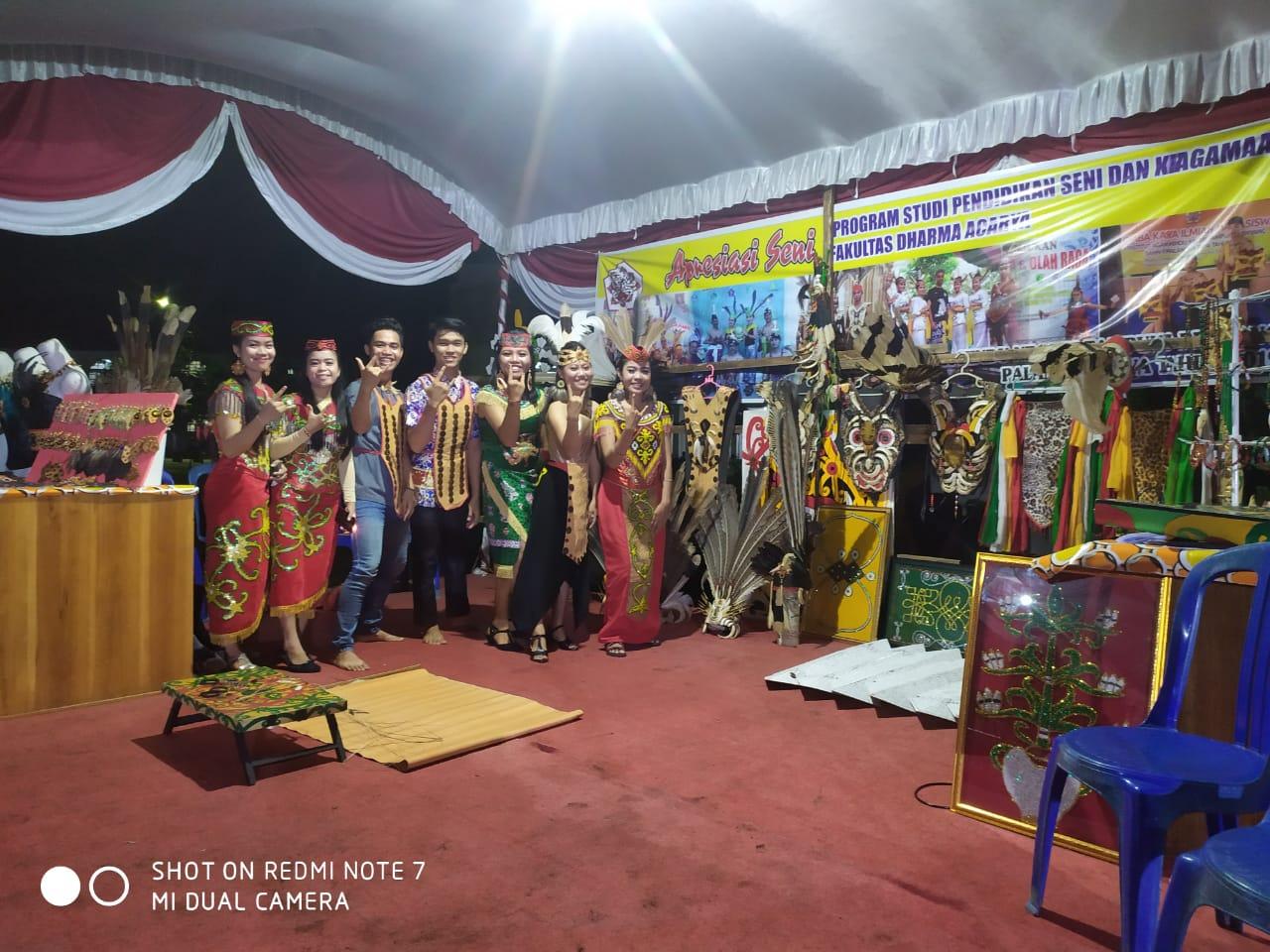 Apresiasi Seni - Antusias di Stand Pameran Karya Seni Mahasiswa