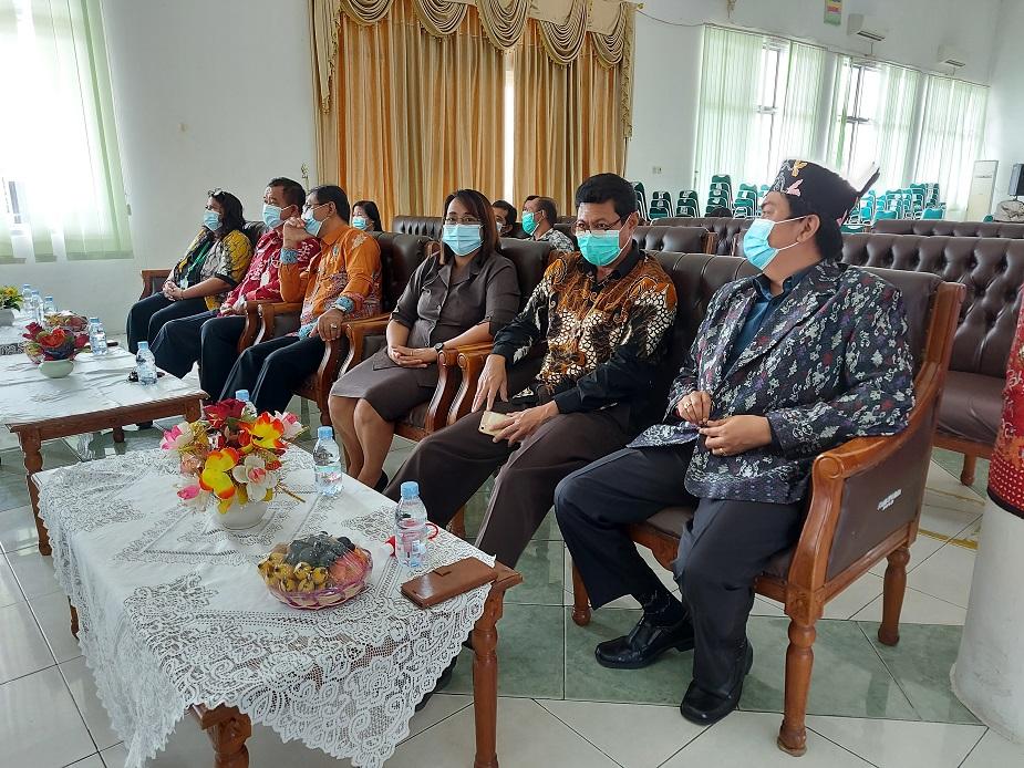 Unsur Pejabat IAHN-TP Palangka Raya yang hadir dalam prosesi Yudisium ke II Fakultas Dharma Acarya