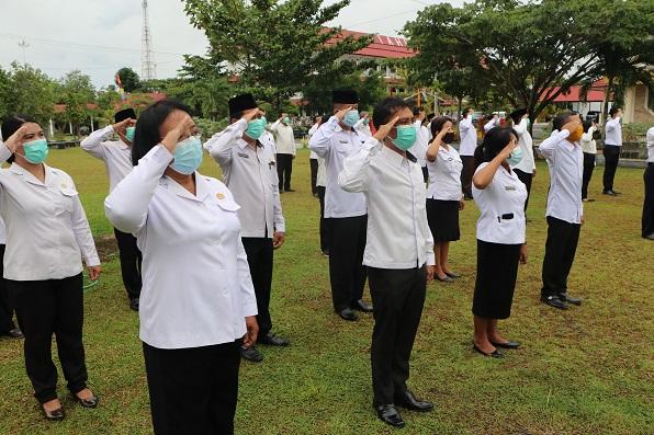 Peserta Upacara Bendera memperingati HAB ke-75 di IAHN Tampung Penyang Palangka Raya