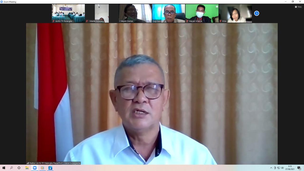 Keynote Speeching oleh Rektor IAHN-TP Palangka Raya